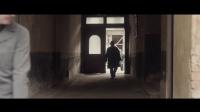 《柏林孤影》 老人被纳粹带走 选择跳楼了却一生