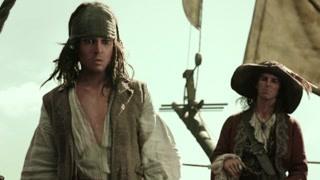 杰克船长通过自己的聪明才智成功带领船员脱险 船员纷纷上供示敬