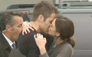 《一触即发》幕后拍摄直击 派恩、奈特莉深情吻别
