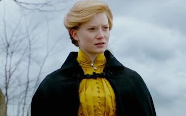 《猩红山峰》服装特辑 米娅乖巧华丽查斯坦高冷