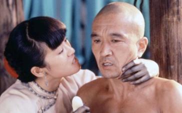 《菊豆》巩俐生子片段 情人李保田默默欢喜不敢言