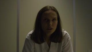 娜塔莉波特曼被拷问  冷漠应对尖锐问题