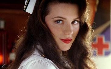 《珍珠港》经典片段 俏护士贝金赛尔引小本倾慕