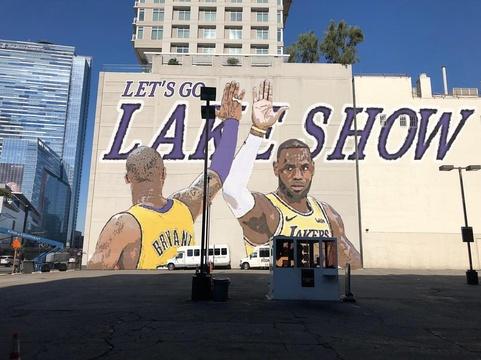 最新版詹姆斯壁画在洛杉矶刷屏!这次是湖蜜最想看到的画面
