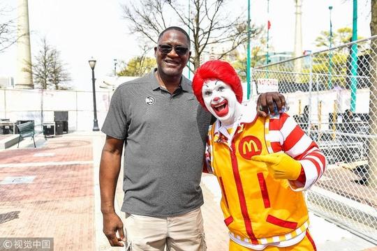 NBA名宿威爾金斯現身麥當勞高中全明星賽