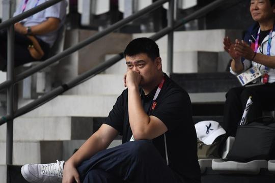 姚明观看2018亚运会女篮比赛