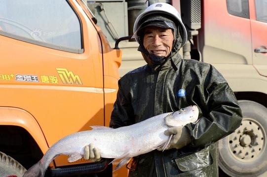 河南:亚洲最大人工平原湖冬捕