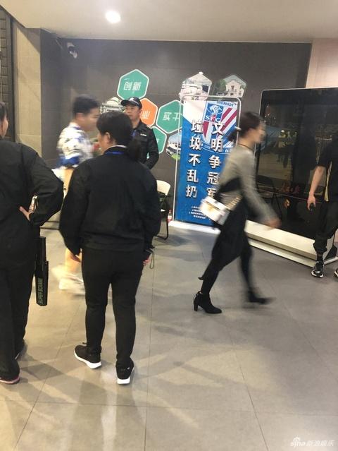 组图:张杰巡演上海站开唱 谢娜井柏然陈学冬等现身捧场