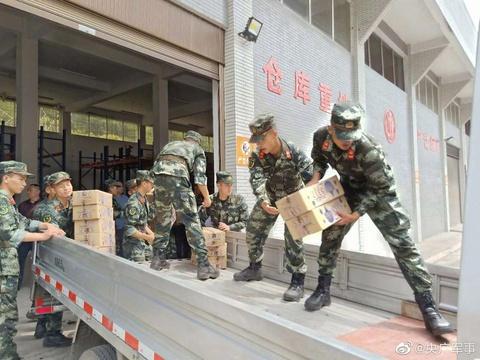 6月19日,武警乐山支队动用两百余名兵力