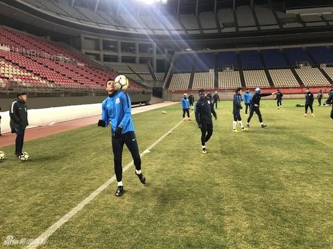 申花众将积极训练备战亚冠首战
