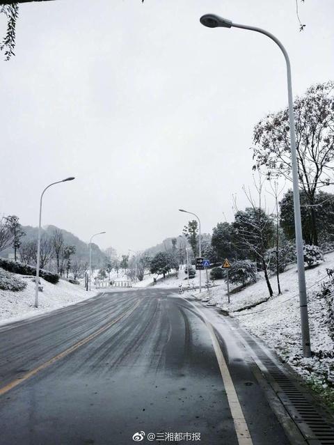 """从黎明到清晨,长沙""""晨跑族""""眼中的第一场落雪"""