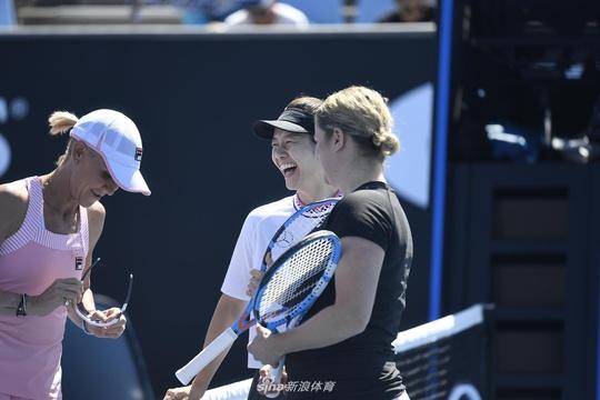 新浪直击李娜出战澳网元老赛