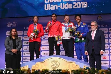 女子拳击世锦赛69公斤级杨柳银牌