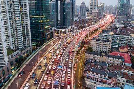 上海市内交通流量已恢复近9成 车水马龙回来了
