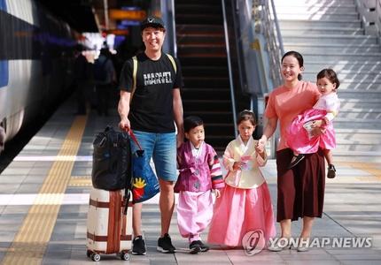 韩国中秋返乡潮正式开启 首尔站客流量较平日增加