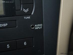 aux接口图片 中央扶手内设有usb和aux接口