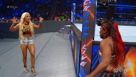 黑妹发飙了 从拳台上跑下场寻找对手