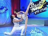 《天鹅湖》杂技与舞蹈的结合