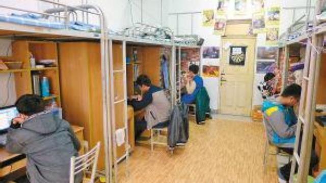如此互帮互助!高校辅导员要求女大学生整理男生宿舍