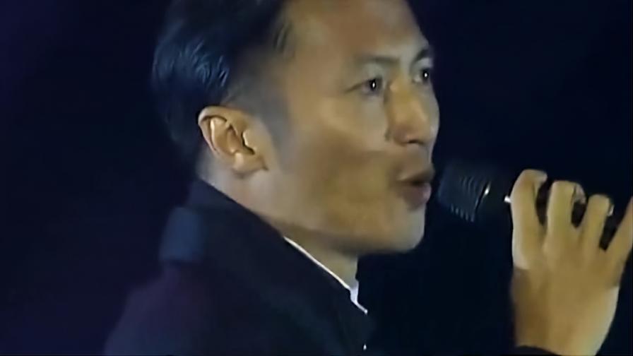 那一年谢霆锋凭借这首歌,征服了整个亚洲,劲爆摇滚简直太嗨了