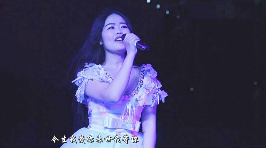 美女现场一曲《今生我爱你》深情,唯美,动听!