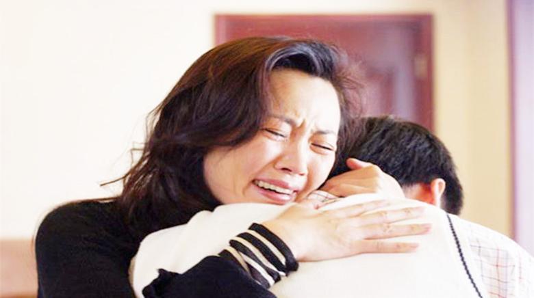 《父亲》老年痴呆的父亲参加女儿婚礼,音乐响起,我泪如雨下!