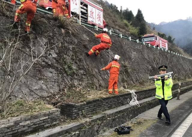 什么奇迹私服好玩沪昆高速昨日发生4车追尾 两辆轿车受重创接近报废造成一伤一被困