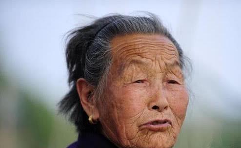 """139s手游魔域私服发布网百岁母亲为照顾3个""""猴娃"""",50年不出门,曾说:我不能抛弃他们"""