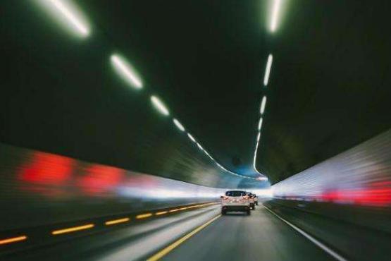 """王者天龍八部私服高速隧道口出現""""新標志""""?交警:看不懂的車主,準備被扣分吧"""