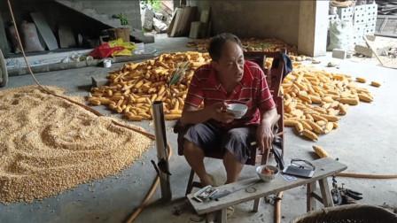 这就是我的老爸,为了建房子累成这样,只想对他说声辛苦了