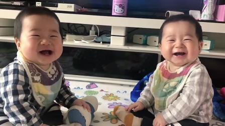 宝宝的笑容最能传染人了, 看到心里就暖暖的, 会心一笑